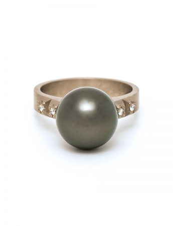 Pearl and pyramids ring