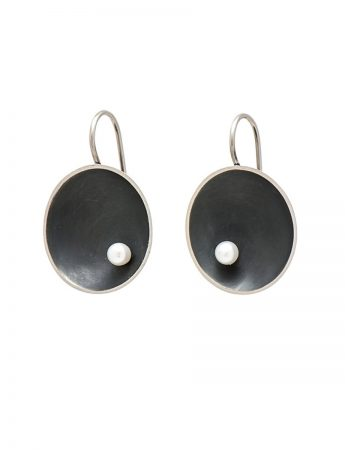 Small Sea Dish Earrings - Black with White Pearl