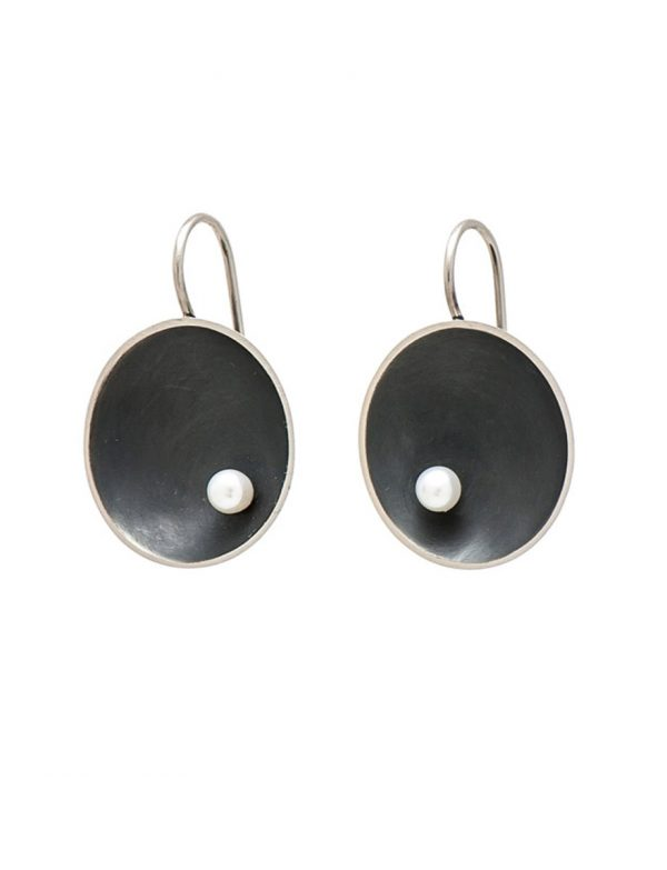 Small Sea Dish Earrings – Black with White Pearl