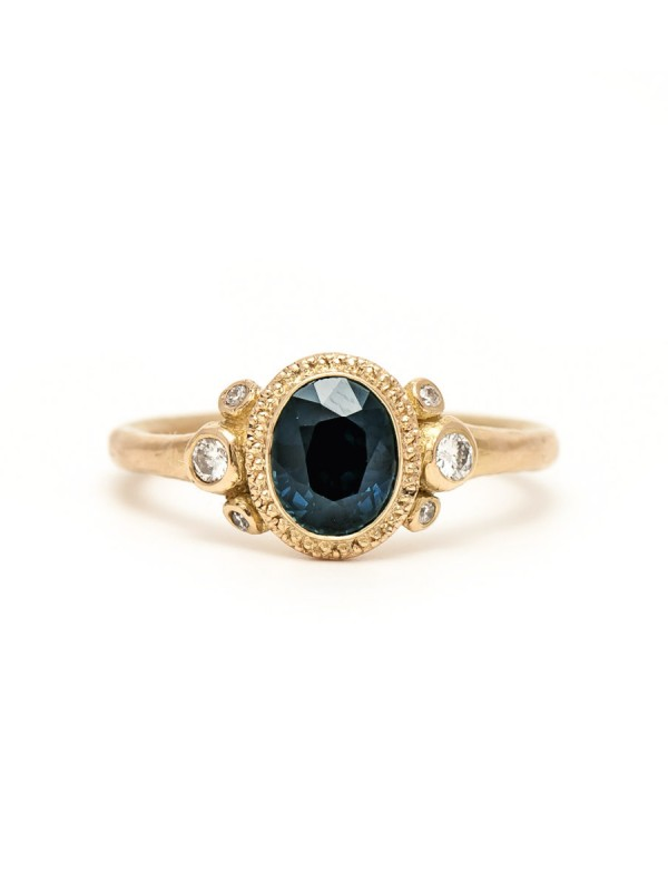 Old World ring – Sapphire