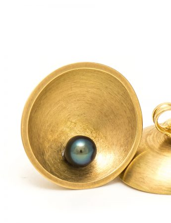 Dish Stud Earrings - Gold & Pearl