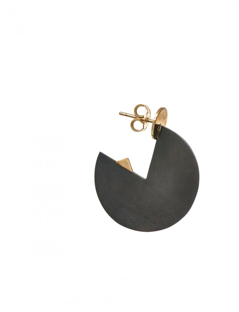 Black Horizon Earrings – Yellow Gold