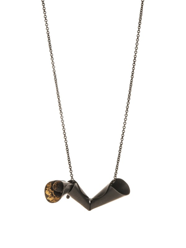 Pea Flower Necklace – Black & Gold
