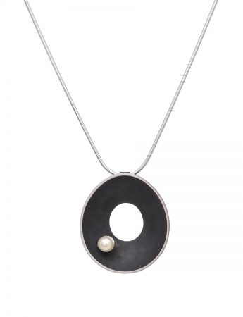 Black Periwinkle Necklace - Pearl