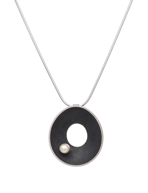 Black Periwinkle Necklace – Pearl