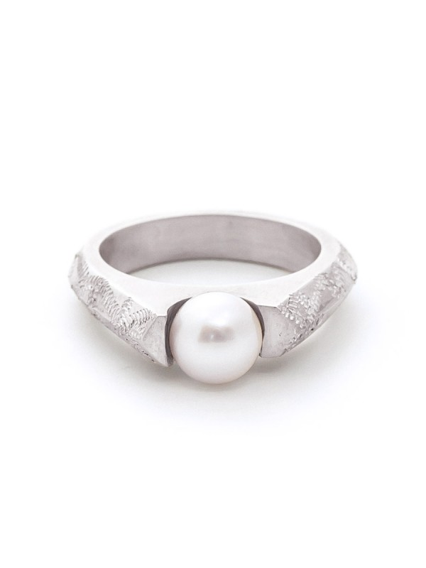 Lustre Pearl Ring