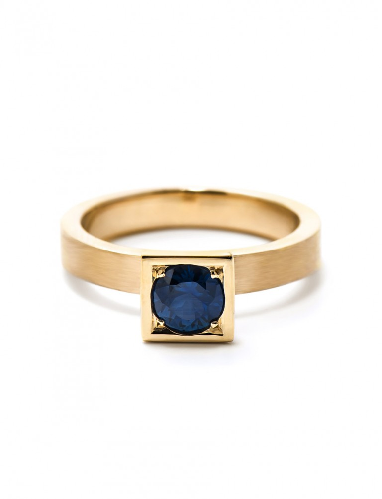 Blue Sapphire Ring – Gold