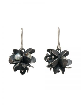 Bouquet Pearl Earrings – Blackened Silver