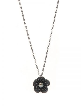 Flower Pendant Necklace – Black Pearl