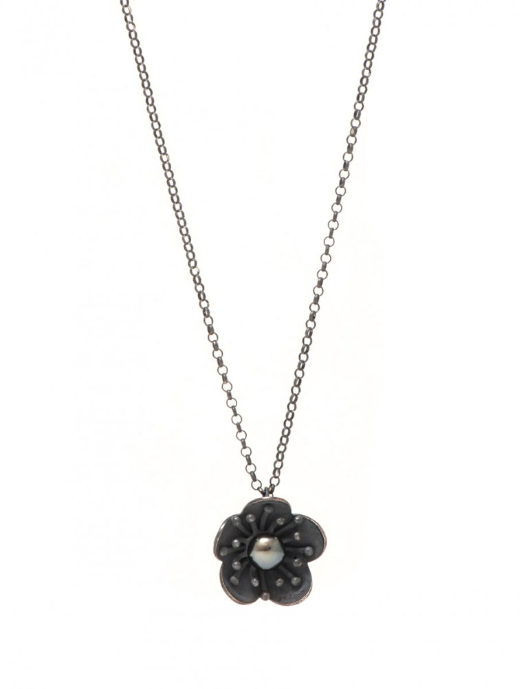 Pearl Pearl Flower Pendant Necklace – Black