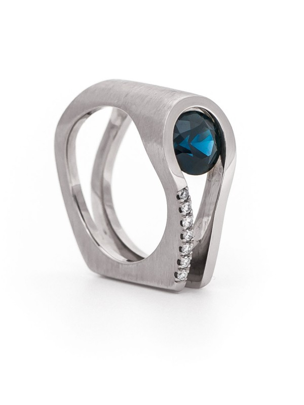 Fold Ring – White Gold & Sapphire