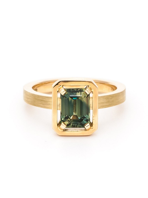 Rectangle Sapphire Drift Ring – Yellow Gold