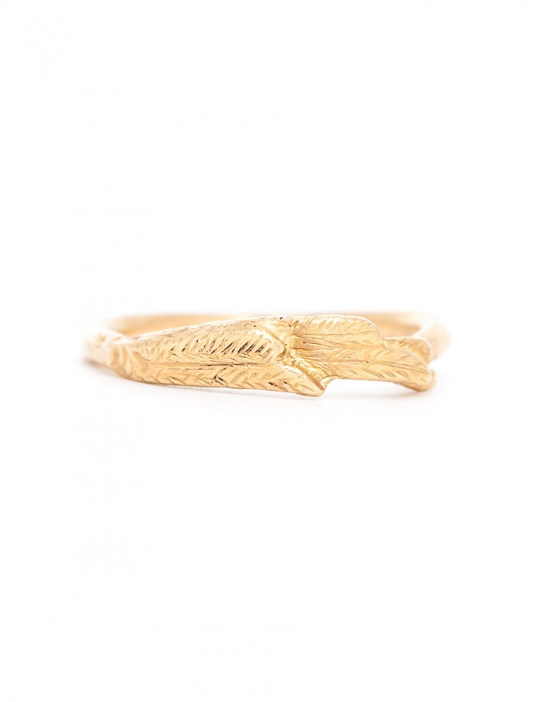 Overlapping Feather Ring