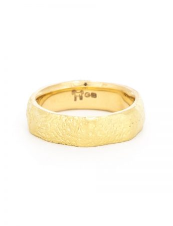 Textura Dot Wide Ring - Yellow Gold