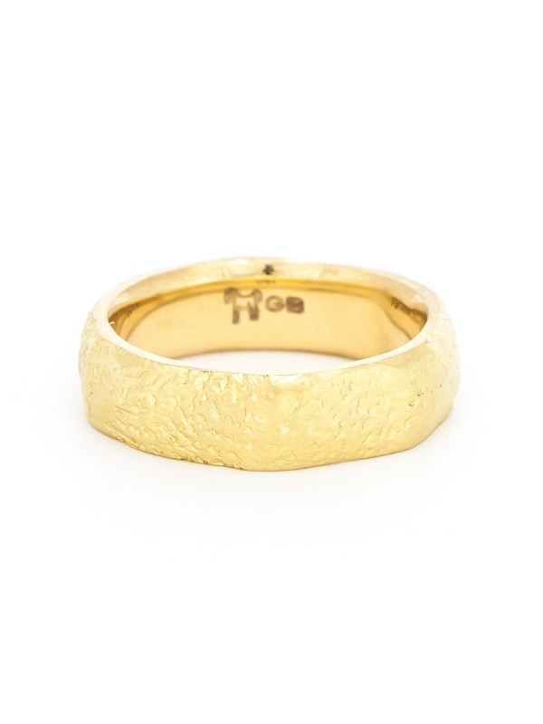 Textura Dot Wide Ring – Yellow Gold