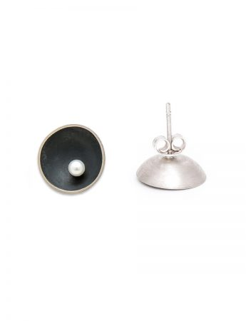 Small Blackened Sea Dish Stud Earrings – White Pearl