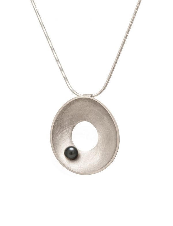 Silver Periwinkle Necklace – Black Pearl