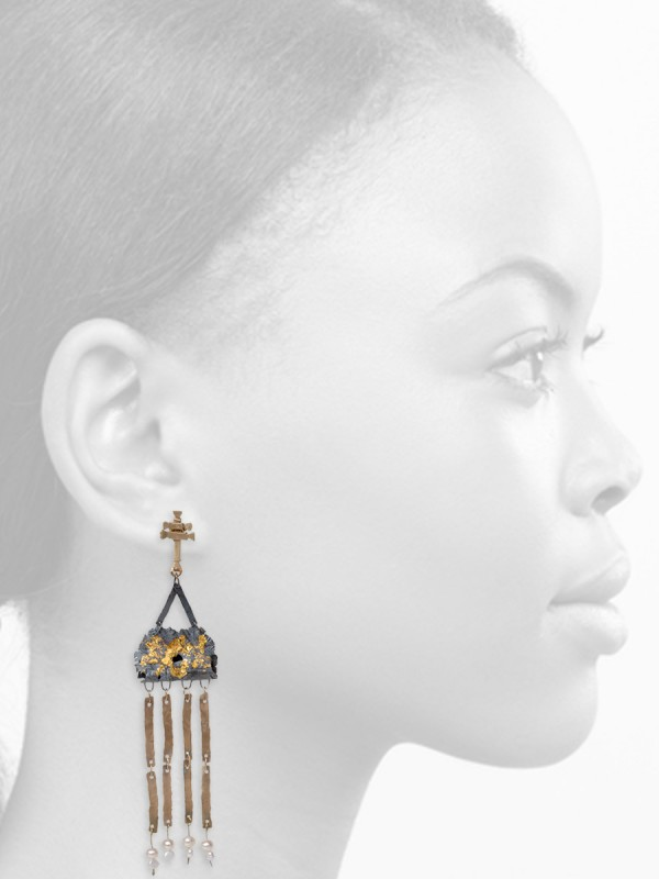 Domitila Earrings – Black, Gold & Pearl