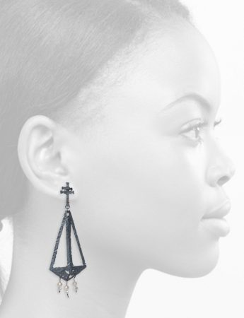 Augurio Earrings – Blackened Silver & Pearl