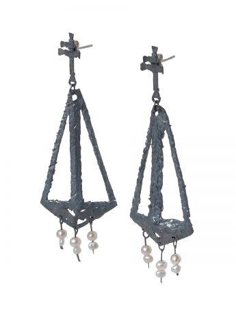 Augurio Earrings - Blackened Silver & Pearl