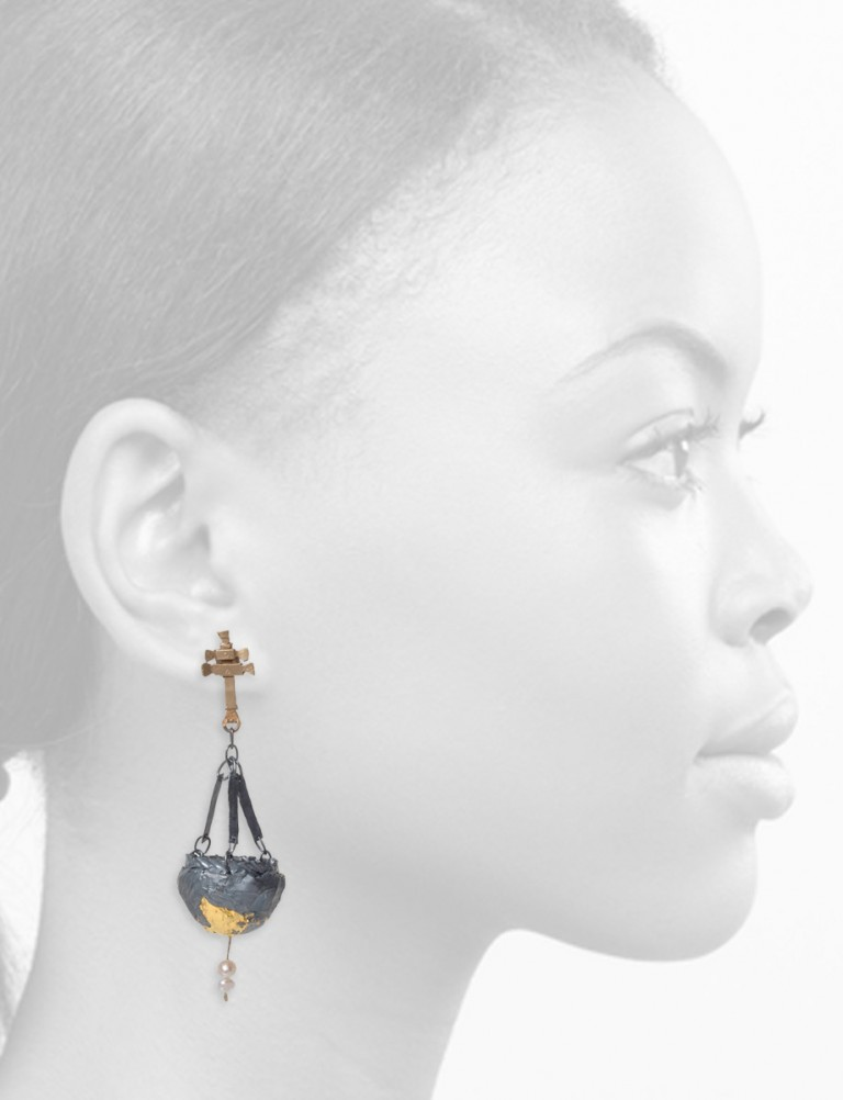 Botafumeiro Earrings – Blackened Silver, Gold & Pearl