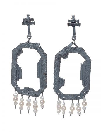 Extasis Earrings - Blackened Silver & Pearl