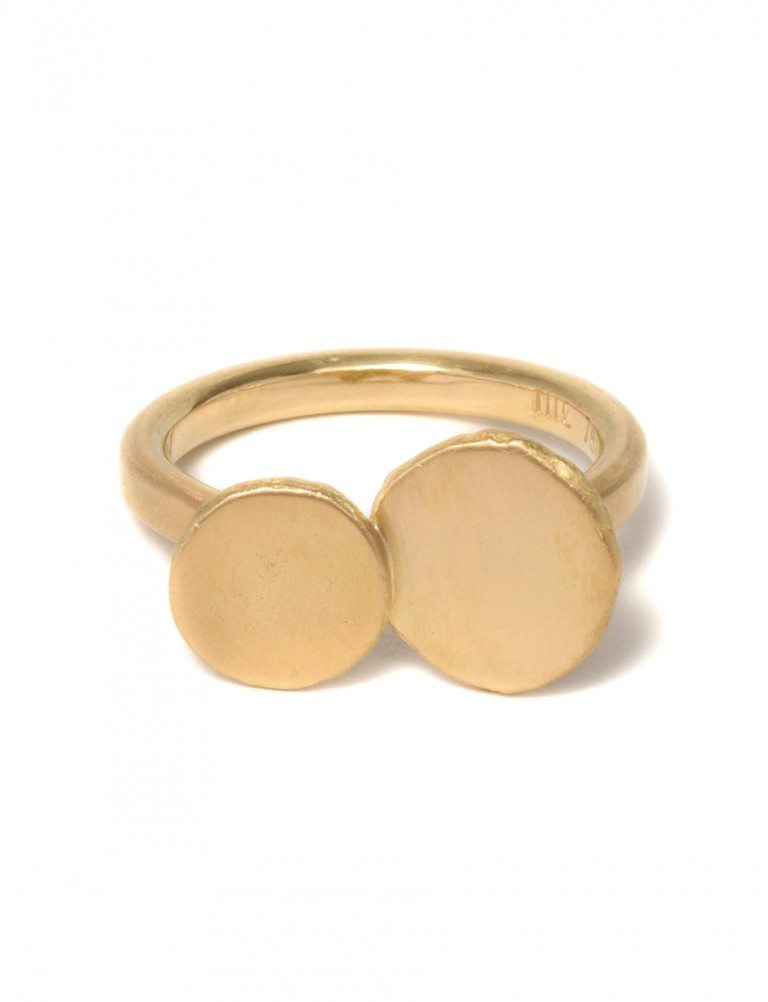 Plum Pear Ring – Yellow Gold
