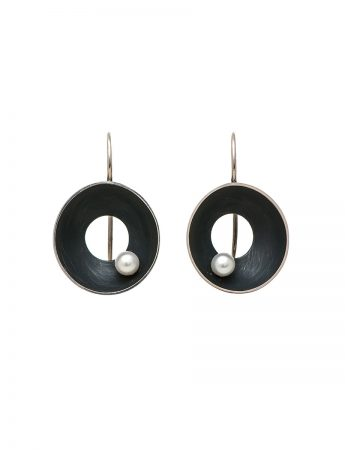 Black Periwinkle Earrings – White Pearl