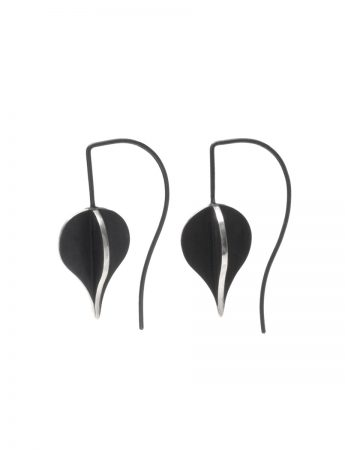 Black Petal X Short Hook Earrings