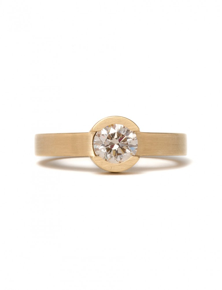 Circular Solitaire Ring – Gold & Diamond