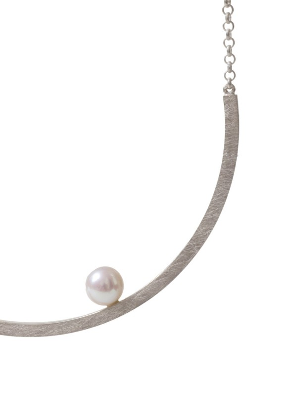 Curved Half Moon Pearl Necklace – Silver