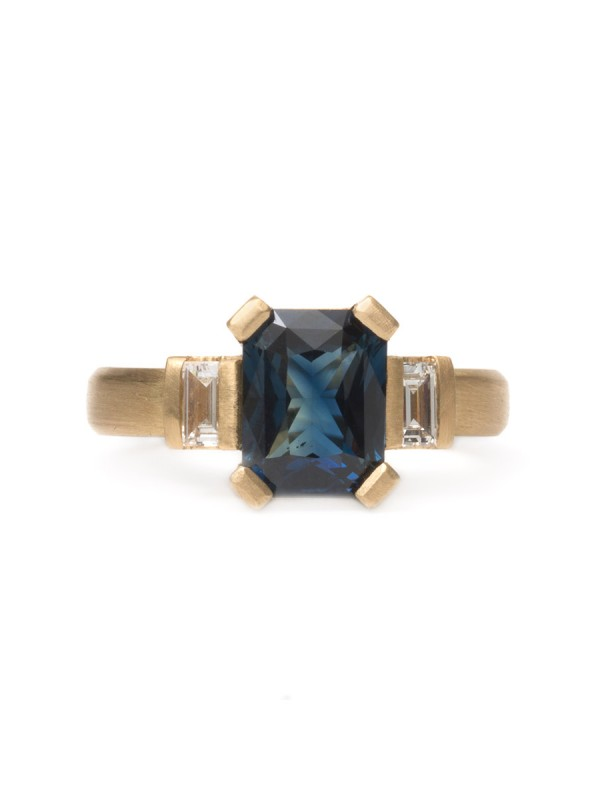 Deco Ring – Sapphire