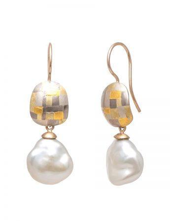 Lustrous Terrain Hook Earrings - Pearls