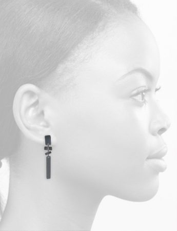 Short It's a Bit Fishy Earrings – Black