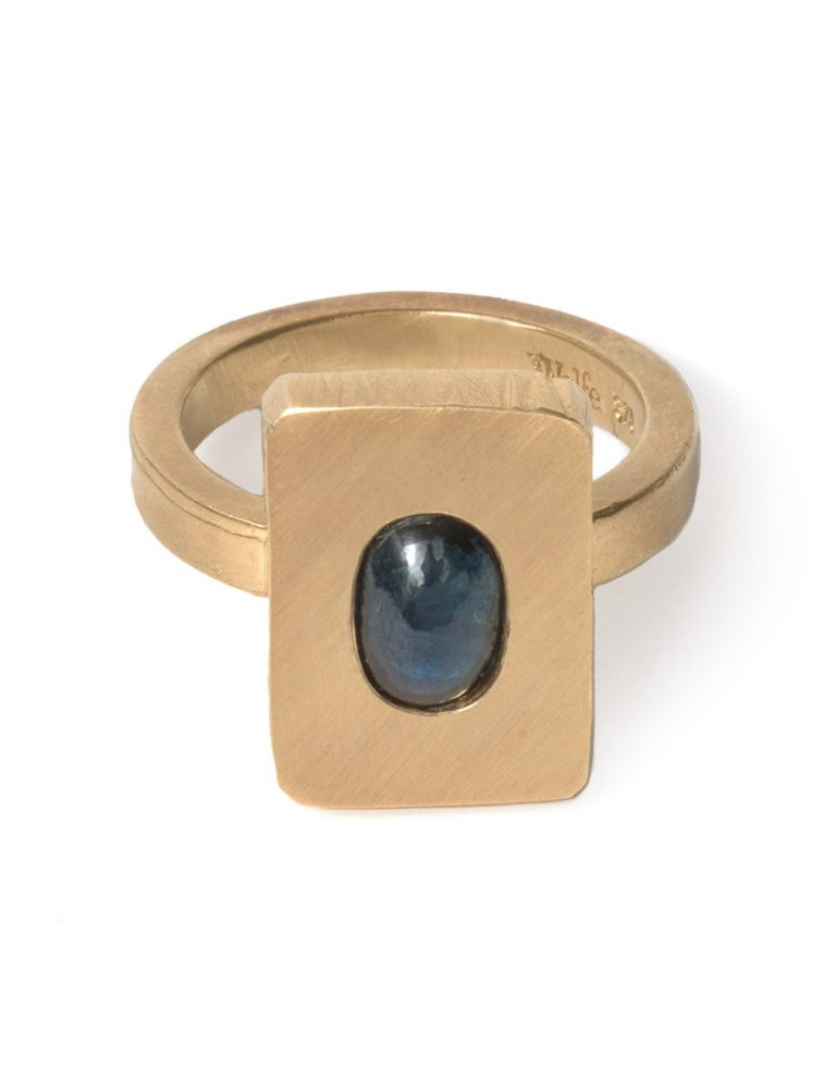 Cabochon Ring – Sapphire