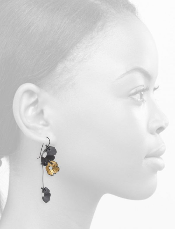 Anemone Three Flower Earrings – Black and Gold