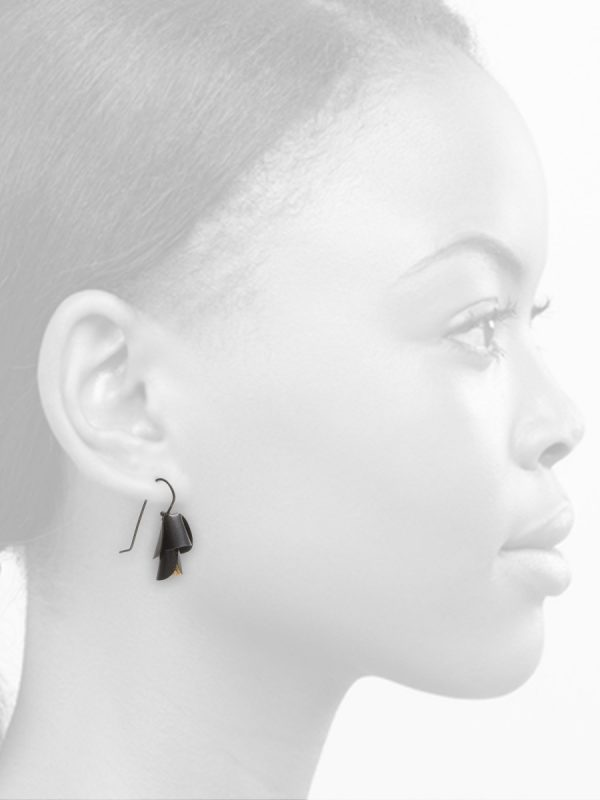 Small Pea Flower Earrings – Black and Gold