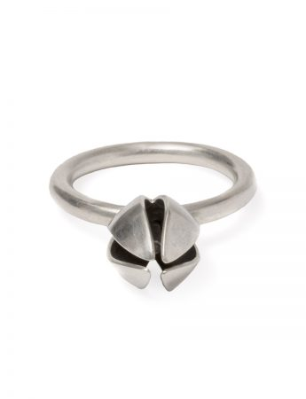 Boronia Bud And Stamen Ring - Silver & Black