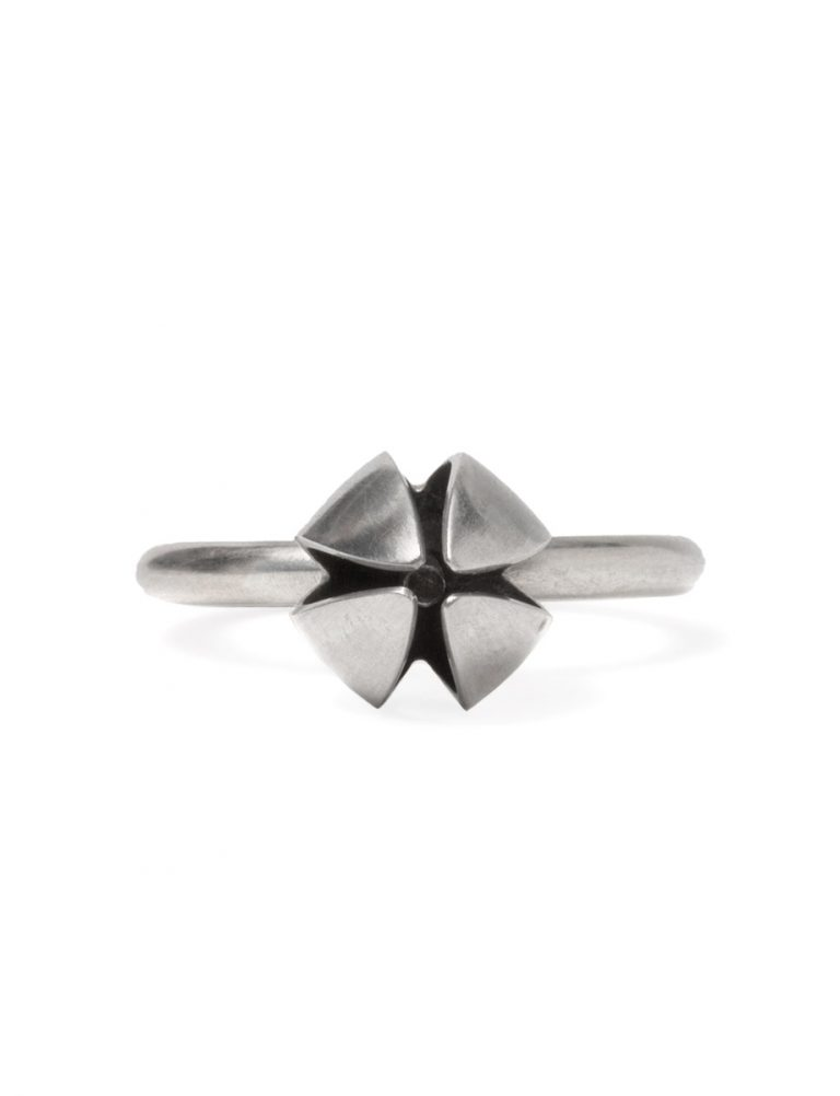 Boronia Bud And Stamen Ring – Silver & Black