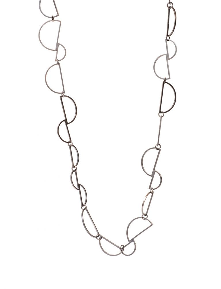Connected D Chain Necklace – Silver