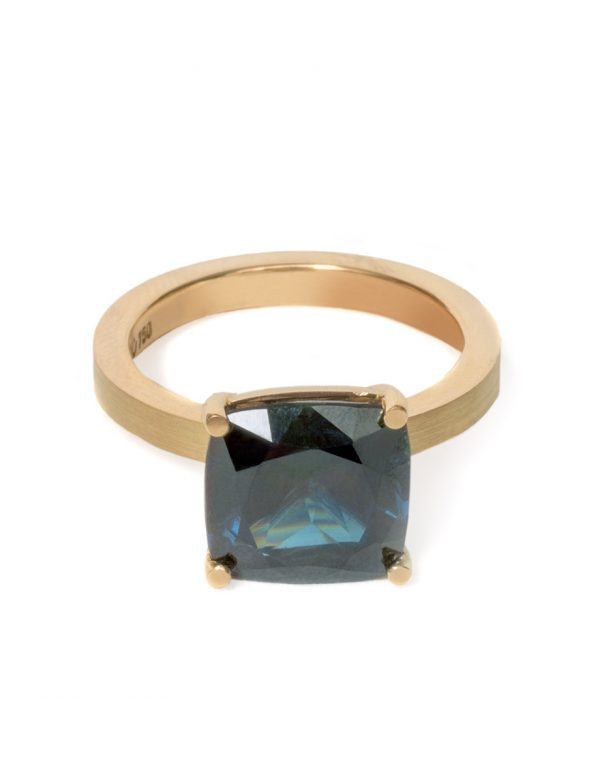 Four Claw Ring – Yellow Gold & Parti Sapphire
