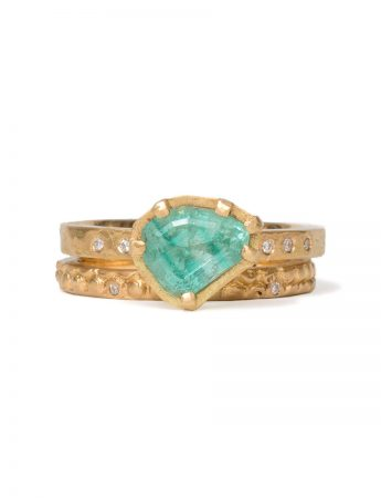 Textura Carezza Ring - Emerald & Diamond