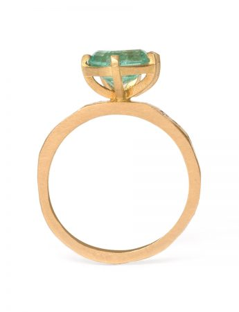 Textura Carezza Ring – Emerald & Diamond