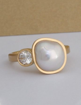 Peach Plum Pear Ring - Yellow Gold & Keshi Pearl