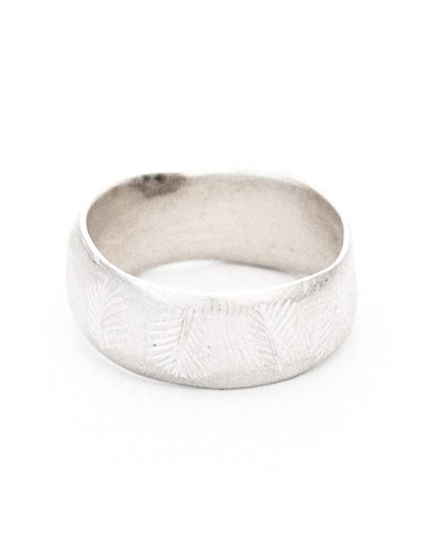 Beachcomber Wide Leaf Emboss Ring – Silver