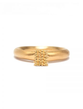 Seated Ring - Yellow Gold